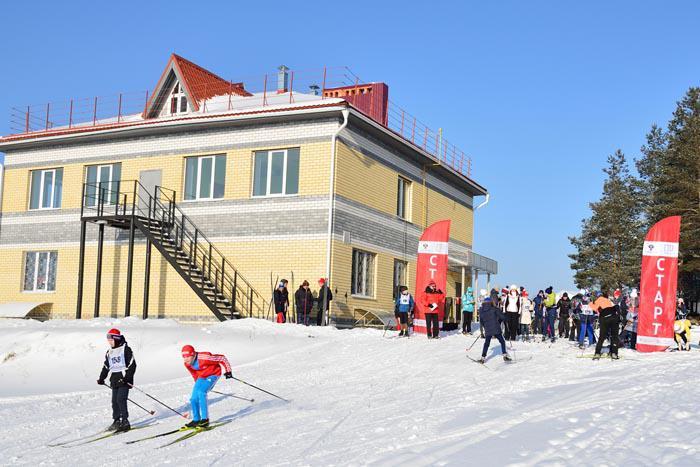Базой проведения лыжной и силовой части спартакиады стали физкультурно-оздоровительная база южнее деревни Берёзовки и физкультурно-оздоровительный комплекс «Чемпион».