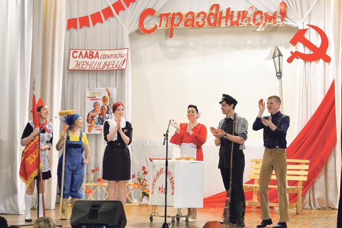 Праздничное настроение собравшимся подарили работники учреждений культуры