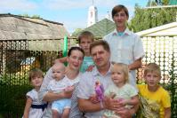 Вся семья в сборе, кроме Валерия. Он уже взрослый, живет самостоятельно