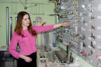 Менеджер по продажам Екатерина Исакова рекомендует мебельную фурнитуру