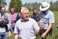 А.П. Ялин знакомит коллег с новыми сортами зерновых культур