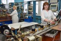У модернизированного проливного стенда градуировки СВК Надежда Прошина и Вера Мартемьянова
